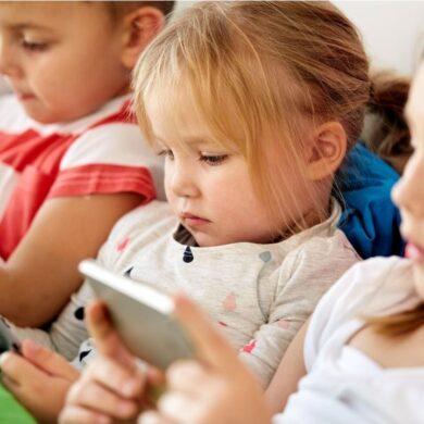 Bambini e smartphone: mamme, papà, non mollate!